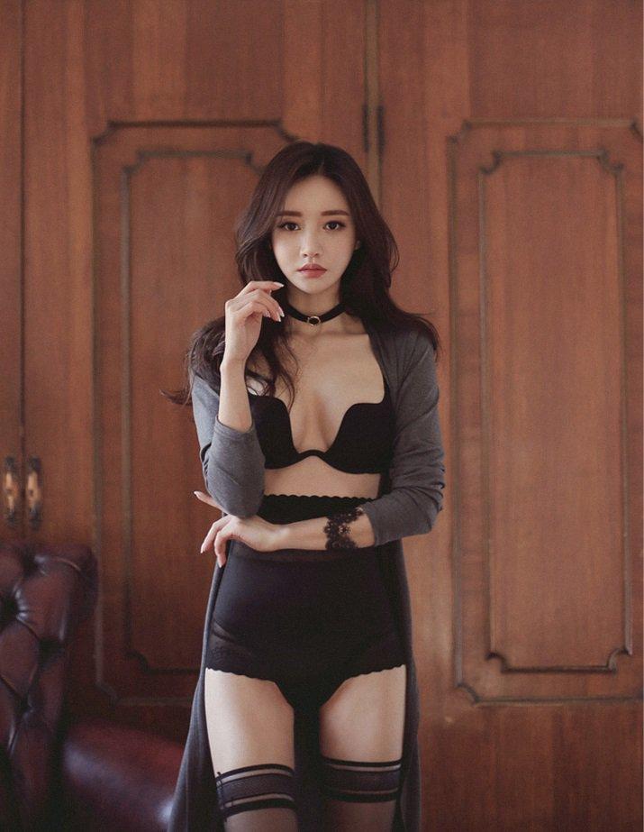 黑丝裤袜内衣美女