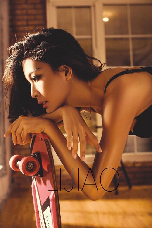 性感勾人气质型美女写真