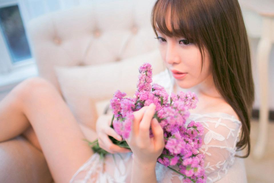 鲜花清新纯洁美女