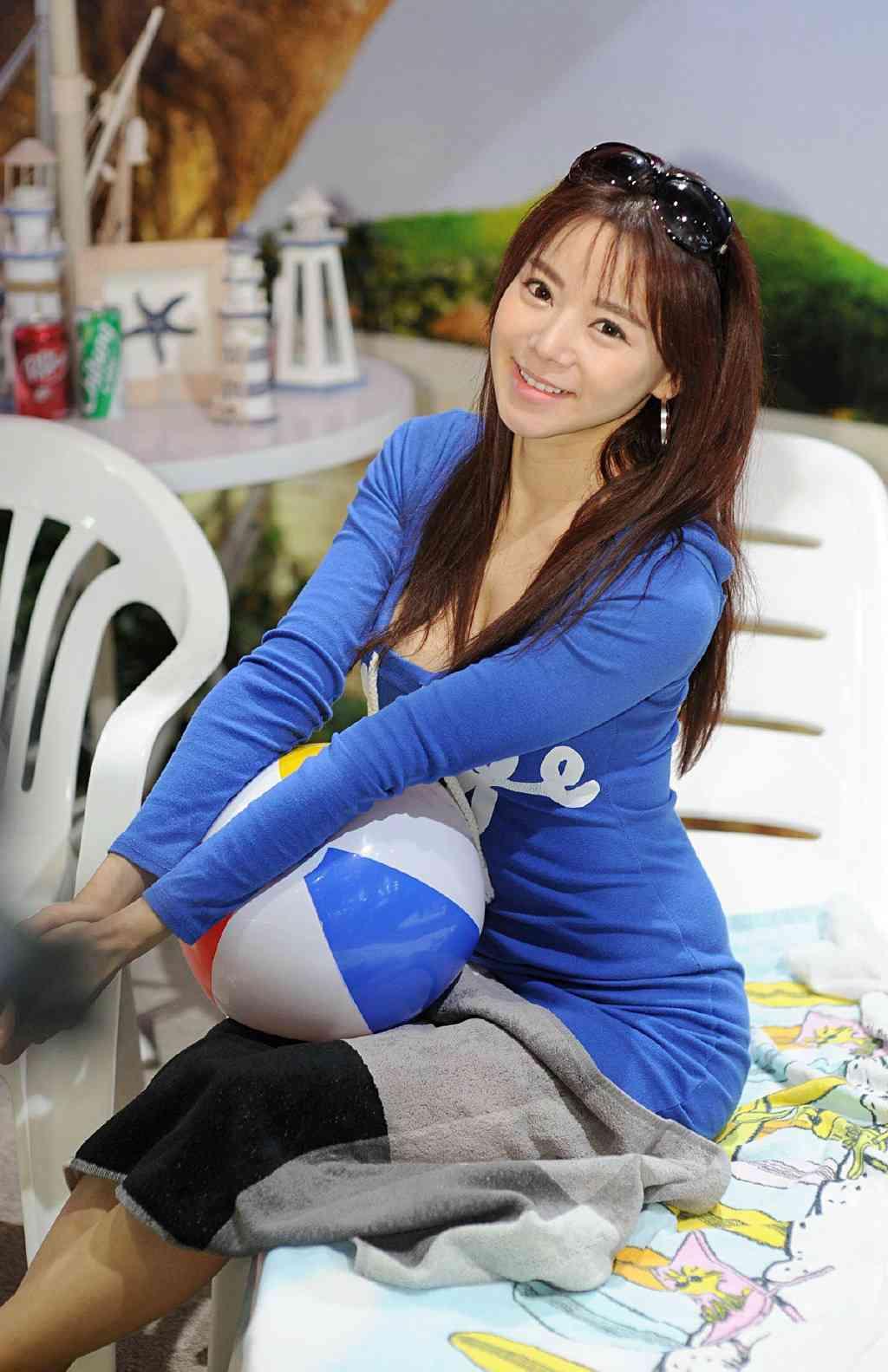 萝莉脸性感韩国女神
