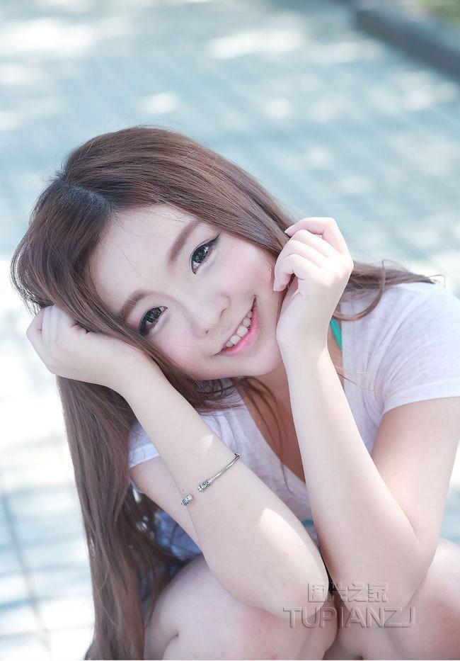 90后清纯邻家女孩图片 甜美笑容倍显可爱